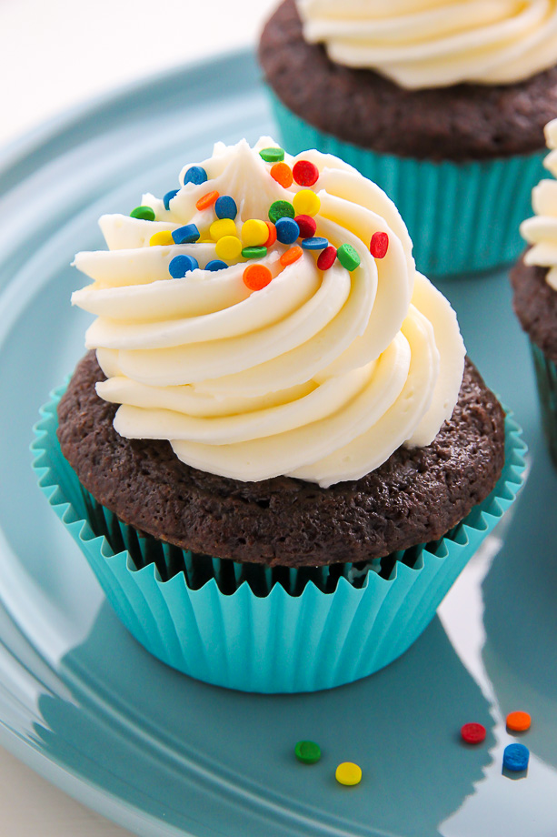 One Bowl Chocolate Cupcakes With Vanilla Buttercream ...