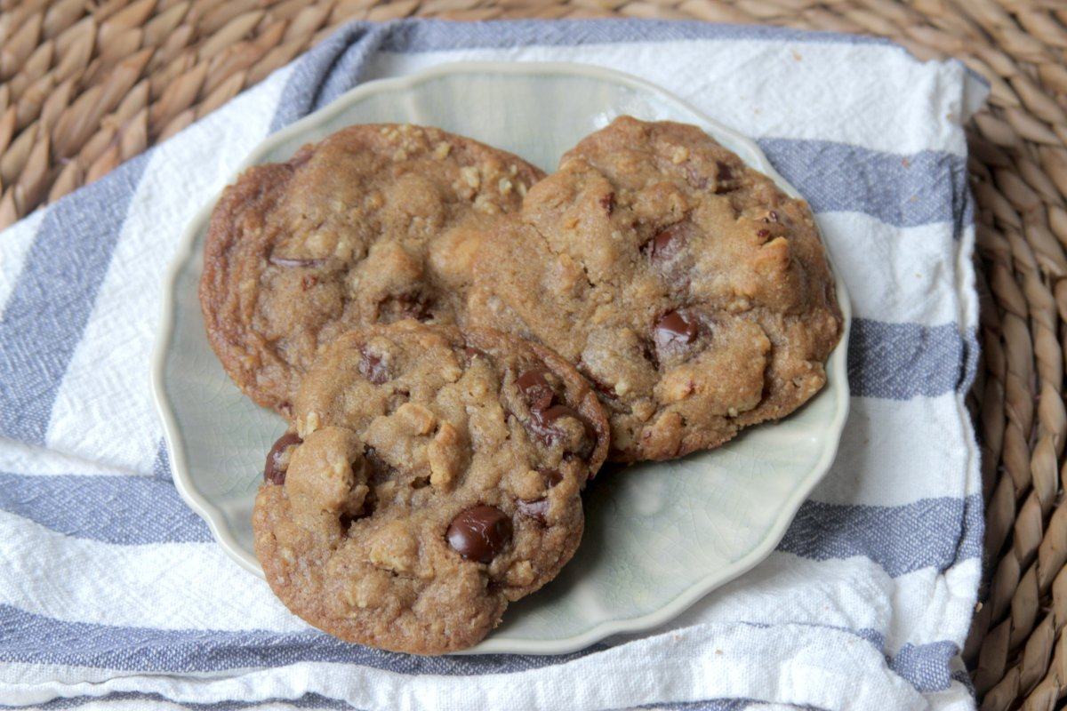 Granola and Graham Cracker Cookies with Chocolate Chips