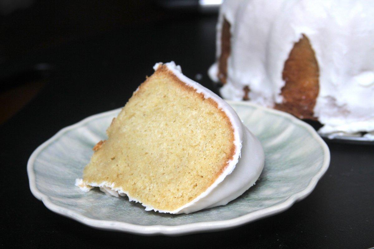 Vanilla Bean Buttermilk Bundt Cake With Buttermilk Icing