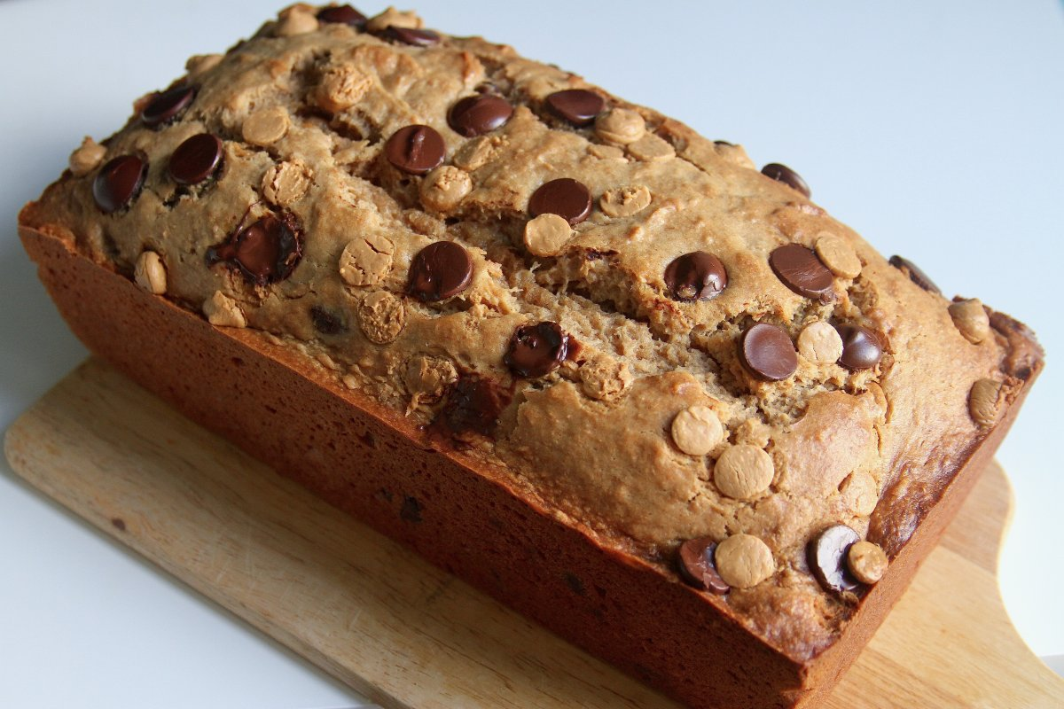 Wheat Peanut Butter Banana Bread with Chocolate and Peanut Butter ...