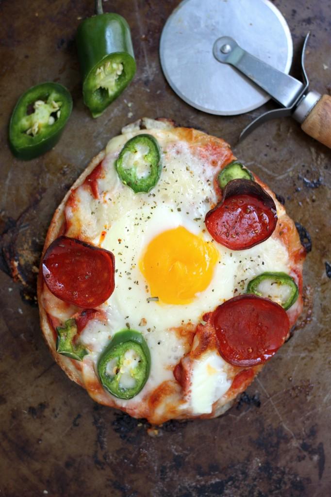 Breakfast Pizza Bagels