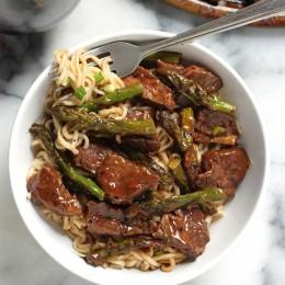 Steak and Asparagus Teriyaki Ramen Noodles in a bowl.