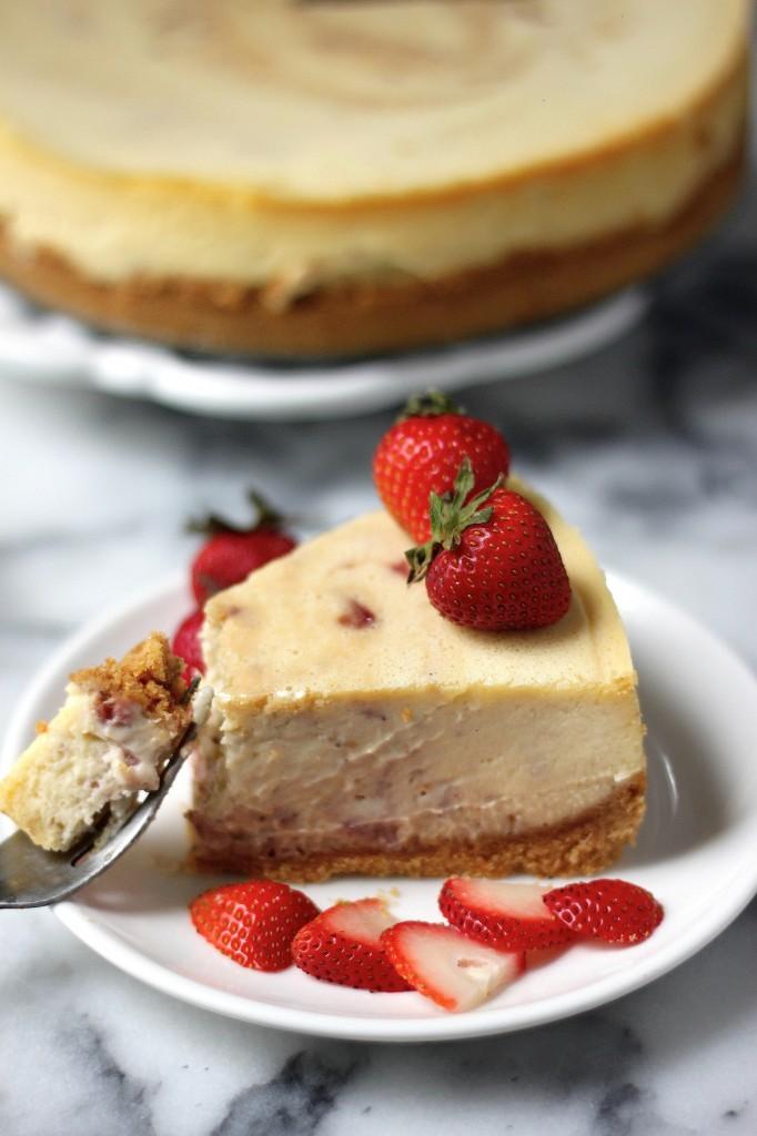 Roasted Strawberry Greek Yogurt Cheesecake