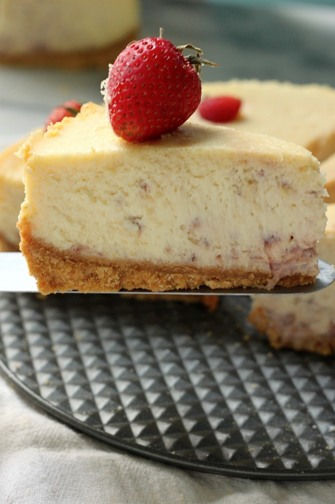 Roasted Strawberry Greek Yogurt Cheesecake
