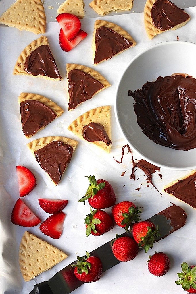 Strawberry Nutella Shortbread Bites