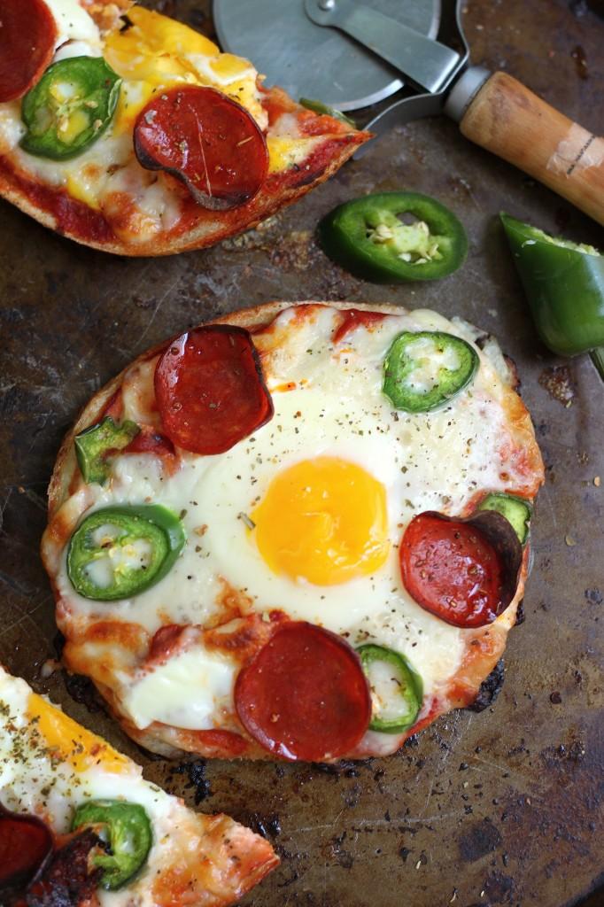 Breakfast Pizza Bagels!