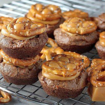Salted Caramel Pretzel Crunch Brownie Bites