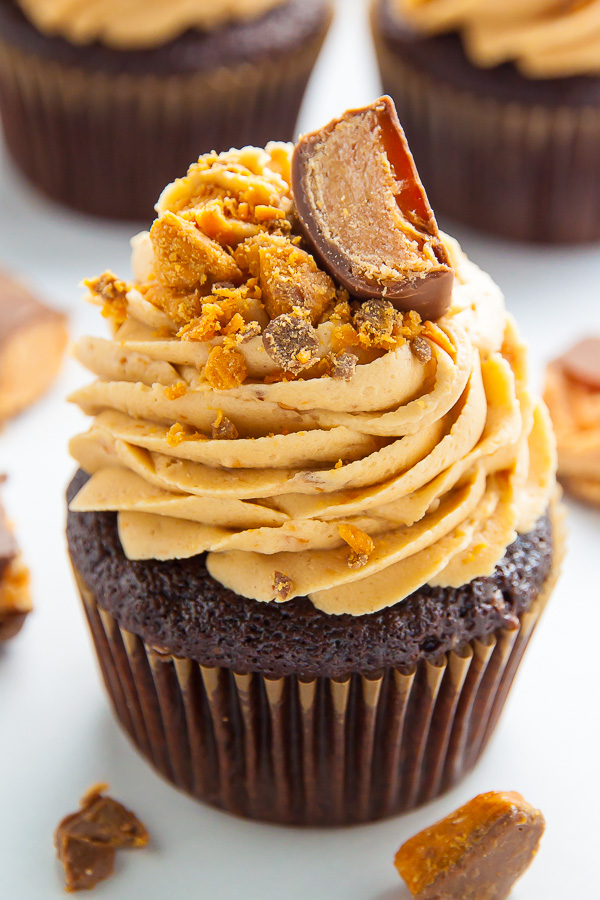 Moist and fluffy Chocolate Peanut Butter Cupcakes topped with Peanut Butter Butterfinger Frosting! These are incredible.