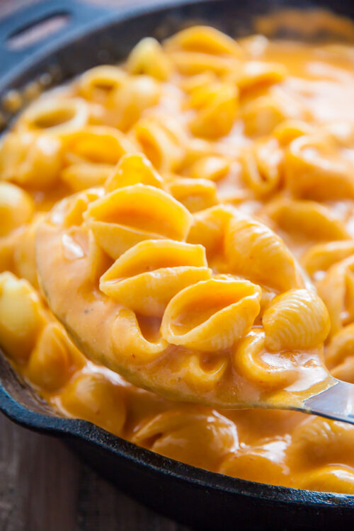 Creamy, spicy, and incredibly flavorful Sriracha Mac and Cheese!