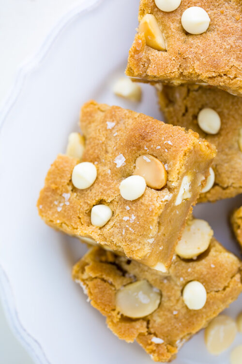 Chewy White Chocolate Macadamia Nut Cookie Bars!
