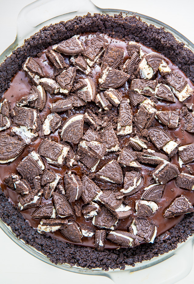No oven required for this No-Bake Chocolate Oreo Pie!
