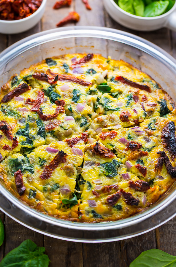 Easy and delicious, this healthier Crustless Quiche with Spinach, Sausage, and Sundried Tomatoes is perfect for brunch or dinner!