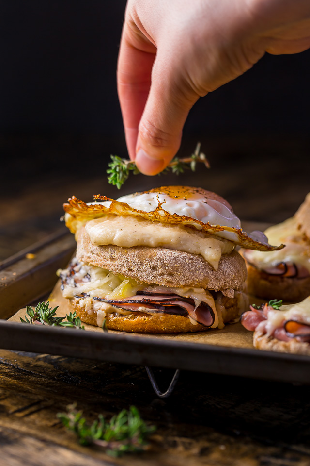Croque Madame McMuffins... AKA the ultimate ham and cheese sandwich. These babies are SERIOUS breakfast goals!