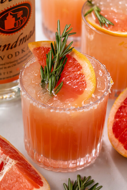 Made with gin or vodka and grapefruit juice, this classic cocktail is so easy and always a crowd-pleaser! Served in a highball glass with a salted rim, this drink is perfect for brunch or Summer parties! Just be sure to use fresh grapefruit juice, it really makes all the difference!